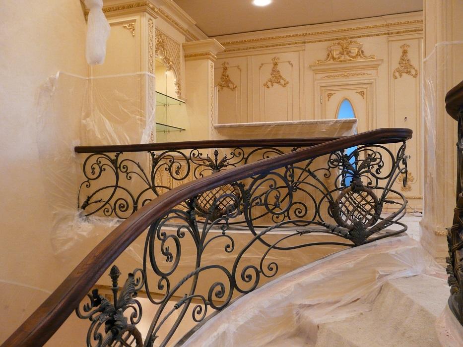 фото 1 Использование ковки в интерьере помещения – оригинальное дополнение к декору